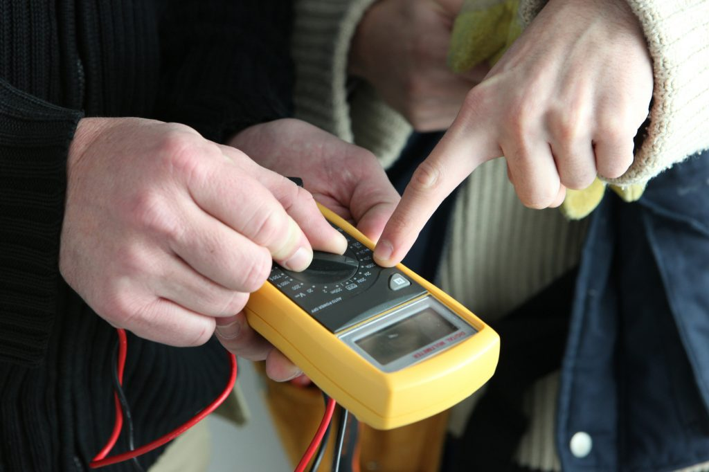 Testing Earthing Sheets with Multimeter